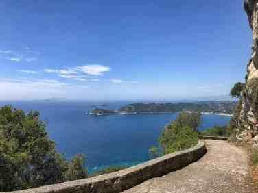 Corfu-Trail - km 118 - links die Diapontischen Insel und rechts die Bucht von Ag. Georgios Pagon