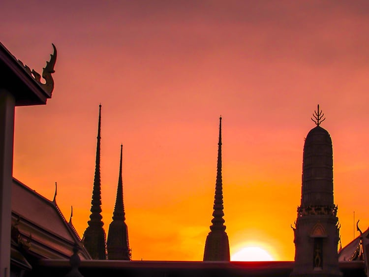 Sunset over Wat Pho temple-Bangkok