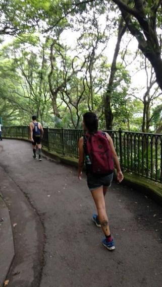 victoria peak hike hong kong