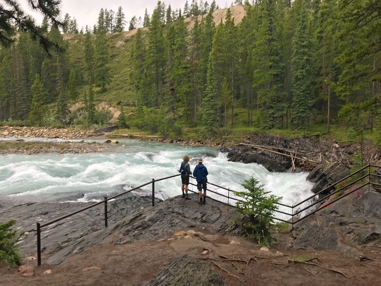 Image of people looking at Siffleur Falls