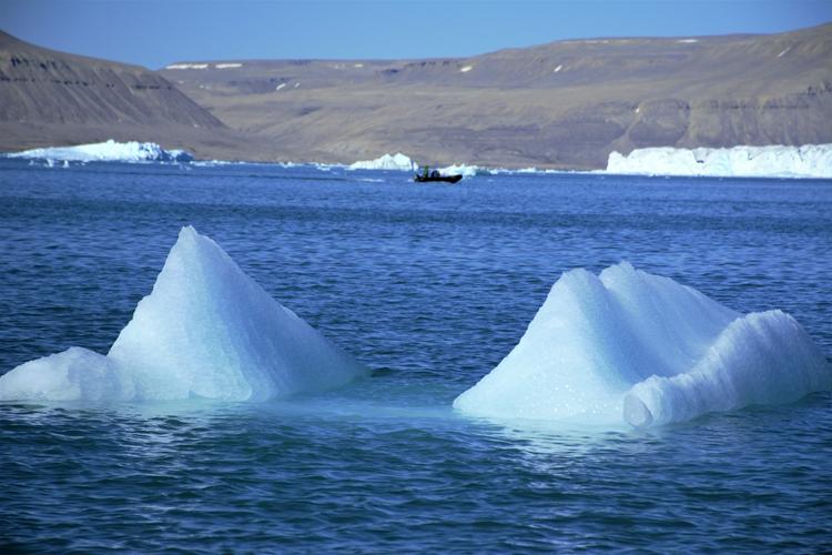 Image of icebergs that look like pyramids - iceberg pareidolia test