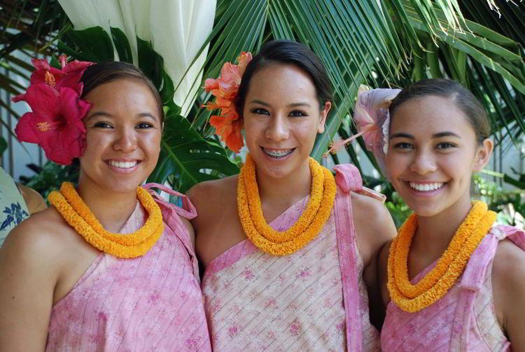 An image of three hula girls on the island of Maui, Hawaii - Hiking Maui