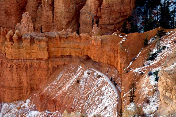 An image of some hikers making their way along a trail below Bryce Point in Bryce Canyon National Park in Utah - best hikes in Bryce Canyon