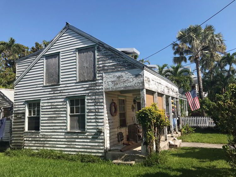An image of an old house in Key West, Florda - Key West Ghost tours.