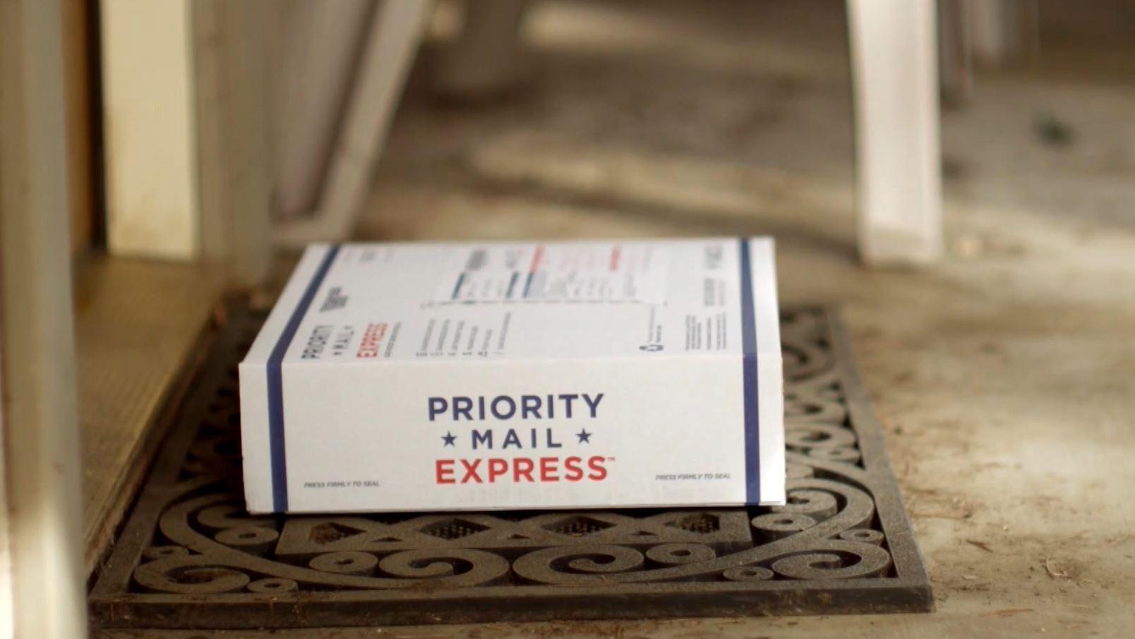 Holiday shipping_301124