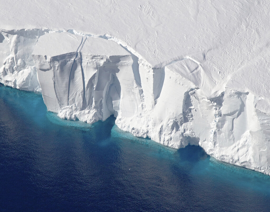 Melting Antarctica_1547500329417