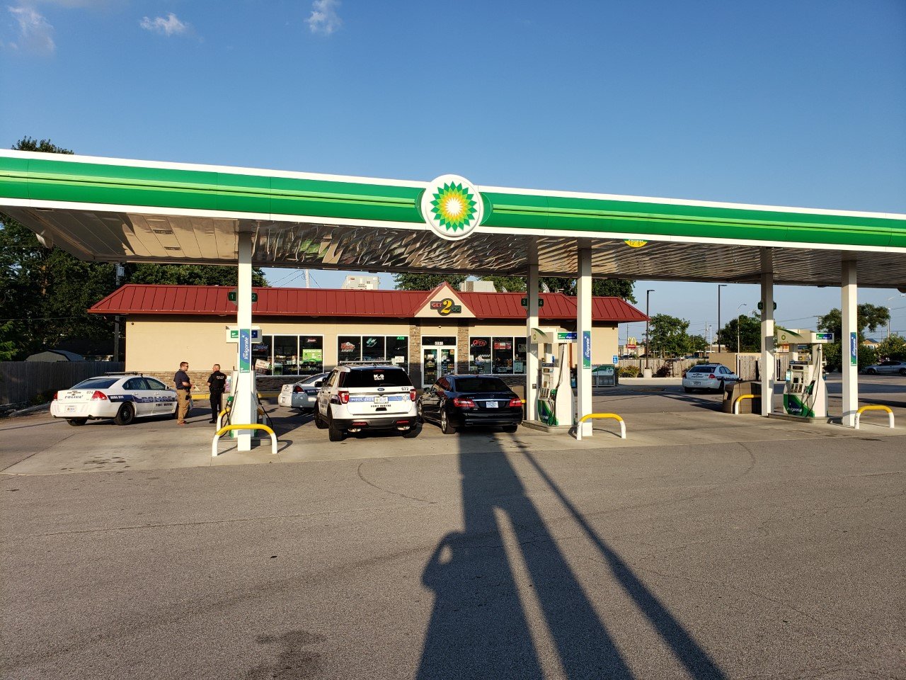 Police investigate armed robbery at BP gas station | WANE