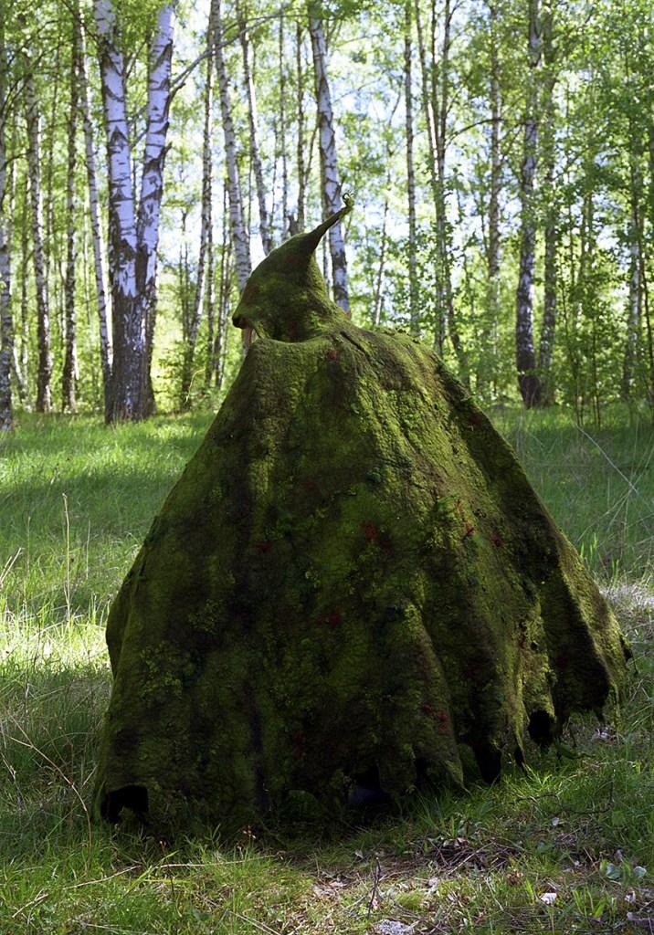 Skogsmantel, mantel i ull beställd av Kulturskolan i Örebro för att användas på sagovandringar i skogen, 2000. ©Maria Wangi Ibohm, Maria Backström