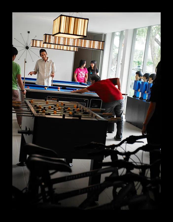 Teens Club : Mempunyai meja pool, snooker, dan bilik untuk menggunakan internet dan juga bermain permainan video