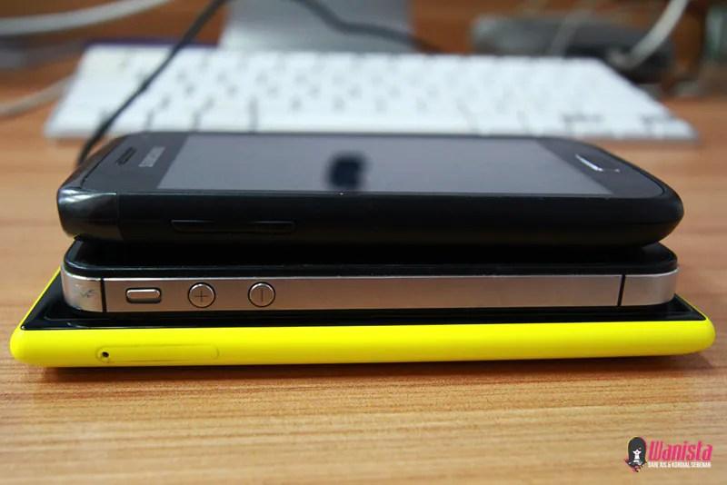 Perbandingan saiz antara Nokia Lumia 920, Samsung dan iPhone