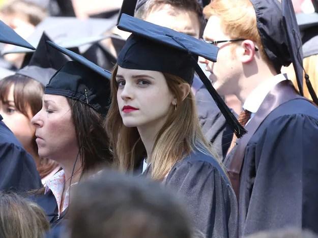 [ Gambar ] Emma Watson Dikawal Pembantu Peribadi Bersenjata Ketika Konvo