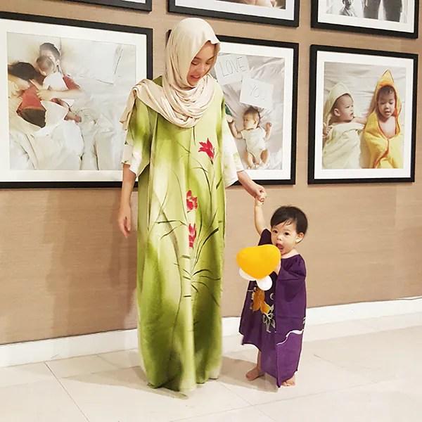 Vivy dan anak bongsunya, Mariam. Foto -proudduck.com/
