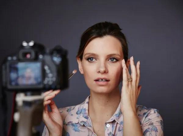 """Senarai Vlogger Kecantikan, Gaya Hidup & Fesyen Di Youtube Yang Anda Mesti """"Follow""""!"""
