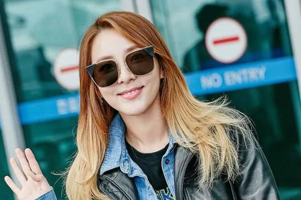 Selain Lee Dong Wook, Lihat Selebriti Mana Paling Gah Berkacamata Untuk Gaya #AirportFashion