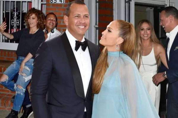 Besarnya Cincin Tunang Jennifer Lopez Berharga RM4 Juta