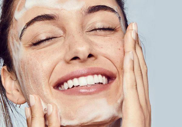 Berapa Lama Kamu Kena Cuci Muka? Pakar Beritahu Cara Yang Betul