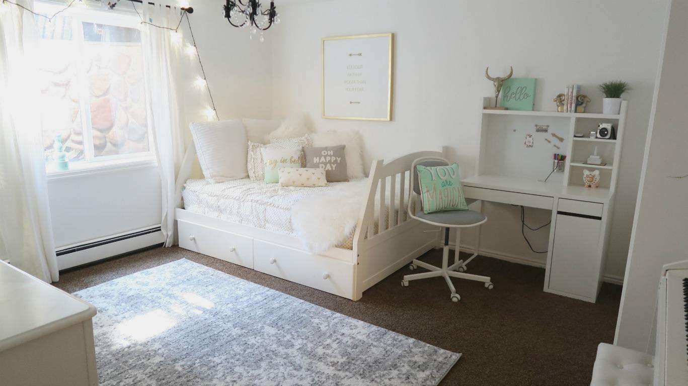 Cute Teen Bedroom Reveal ~ Makeover - Wannabe Balanced Mom on Teenage Bed  id=72411
