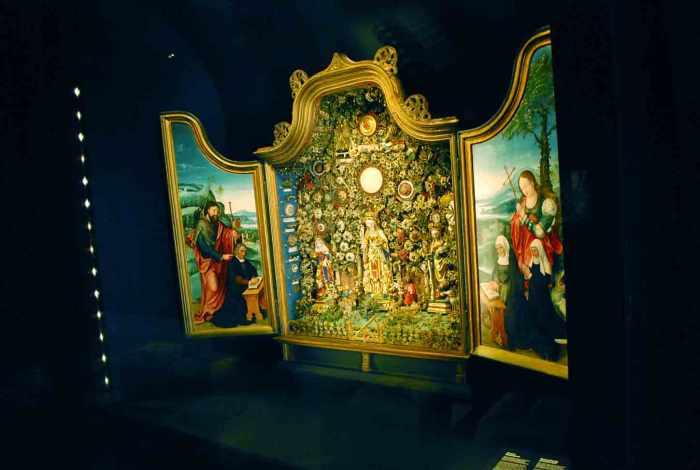 op ontdekking in stadsmuseum hof van busleyden mechelen