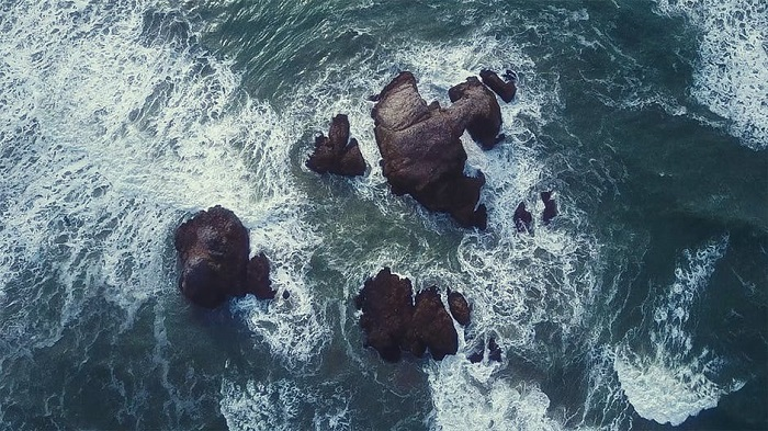 Aerial photograph of the sea and rocks