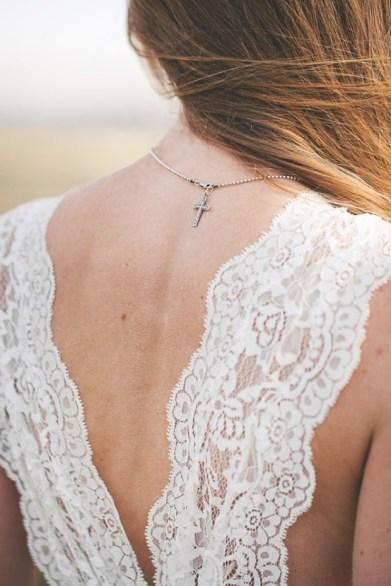 Noiva com crucifixo