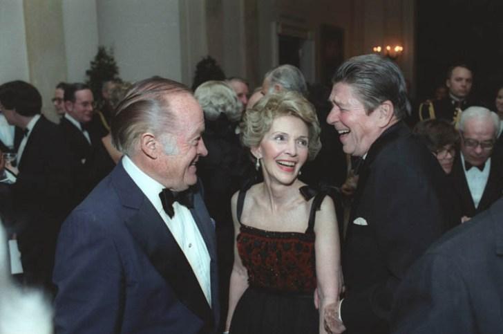 Bob Hope bij de presidentiële Reagans op bezoek.. (1981)