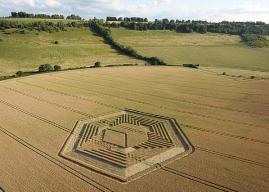 De hyperkubus zoals die in het graan van Fosbury/Wiltshire werd aangetroffen op 17 Juli 2010