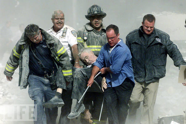 11 September 2001, de eerste officiële dode is Ds. Mychal F. Judge, kapelaan van de New York City Fire Department. Hij stierf die dinsdag door een hagel van vallend puin, nabij het WTC. Hij werd 68 jaar.