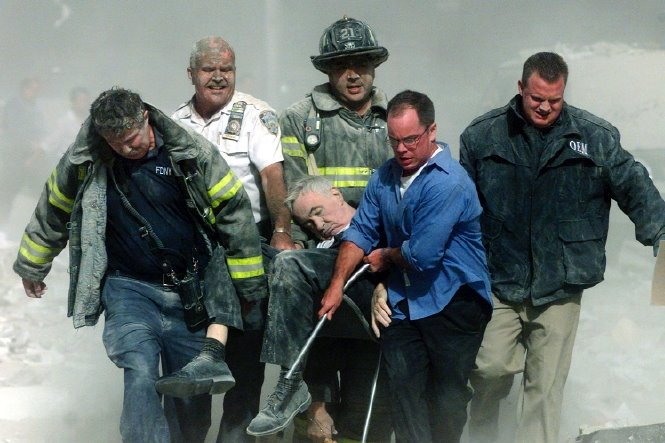 11 September 2001, de eerste officiële dode is Ds. Mychal F. Judge, kapelaan van de New York City Fire Department. Hij stierf die dinsdag door een hagel van vallend puin, nabij het WTC. Hij werd 68 jaar.