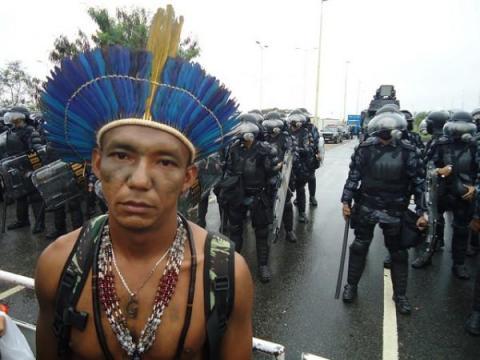 A picture paints a thousand words. Niet de kracht van het hart, maar de kracht van het geld lijkt te domineren. Viva Brasil??.
