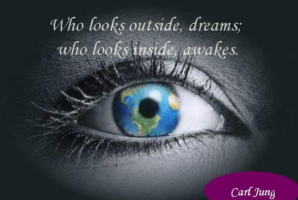 Carl Jung's quotes tonen een diep begrip van de oerelementen, de oer-bouwstenen van ons bestaan.