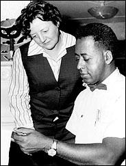 Fred en Betty Hill, het eerste bekende geval van een close encounter van de 3e categorie en een 'ontvoering'. (klik voor link)