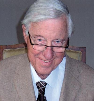 De 86-jarige Hans Moolenburgh, vitaal als ooit tevoren!  Hans Moolenburgh (1925), de éminence grise van de Nederlandse huisartsen. De huisarts-in-ruste Dr. Hans Moolenburgh is een uitermate erudiete voorvechter van het natuurlijke evenwicht. Hij is de man die er o.a. voor heeft gezorgd dat jij niet elke dag fluoride via je drinkwater naar binnen krijgt.