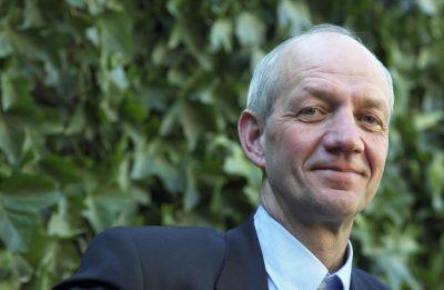 Prof. Dr. Lucas Reijnders is een Nederlandse biochemicus. Hij is emeritus hoogleraar milieukunde en studeerde biochemie aan de Universiteit van Amsterdam.