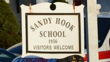 De schietpartij op de Sandy Hook-basisschool ga zóveel aanleiding tot verder vragen, dat de officiële versie volledig in de schaduw is verdwenen...!