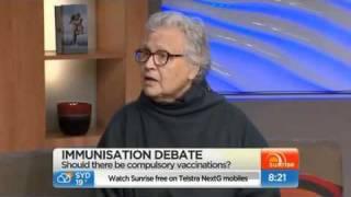 Dr. Veira Scheibner waarschuwt al vele tientallen jaren, net zoals vele ander experts, voor de ernstige gevaren of 'bijwerkingen' van vaccinaties.