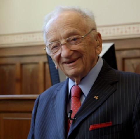 De laatst levende aanklager van het Neurenberg-tribunaal, Benjamin Ferenca, is de man die de stichting oprichtte, die nu George Bush en consorten aanklaagt voor oorlogsmisdaden..