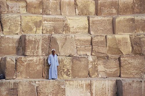 Een detailopname van de enorme blokken, waaruit de Grote Piramide in Gizeh is opgetrokken.