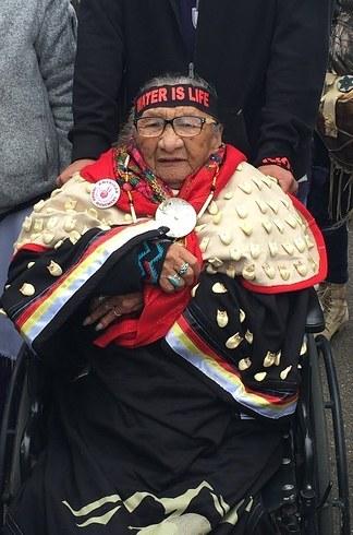 dakota-pipeline-indianmother