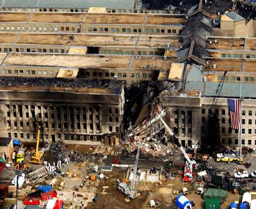 Een foto van het Pentagon gemaakt, kort ná de vermeende inslag van vlucht 77.