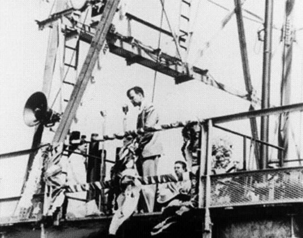 Een zeer jonge George Bush sr. op een van de olieplatforms van Zapata Oil