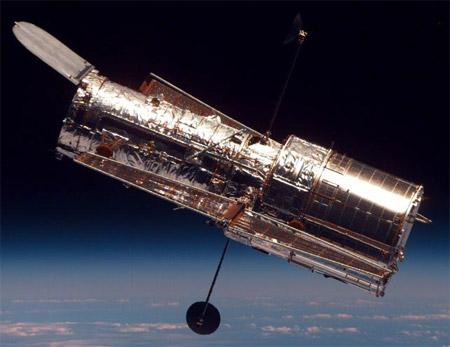 De Hubble ruimte-telescoop is in feite niets anders dan -inderdaad- één grote kijker.