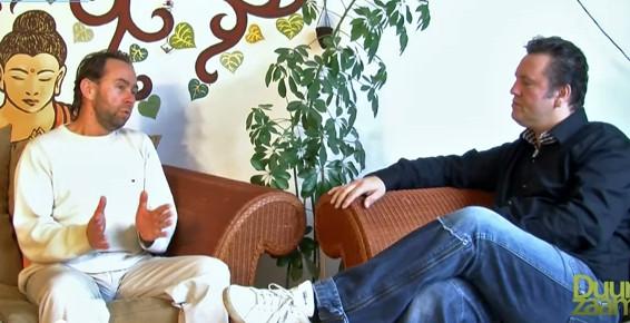 John Consemulder in gesprek met Johan Oldenkamp (links)