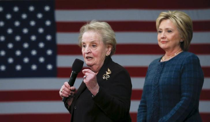 Former U.S. Secretary of State Madeleine Albright (L) introduces Democratic U.S. presidential candidate Hillary Clinton during a campaign stop at Rundlett Middle School in Concord, New Hampshire February 6, 2016. REUTERS/Adrees Latif - RTX25SCX