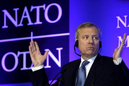 Nee, hij weet het ook niet.. De grote baas van NAVO, in de jaren 2004 - 2009, maar financieel-boekhoudkundig was het zijn verantwoording kennelijk niet..