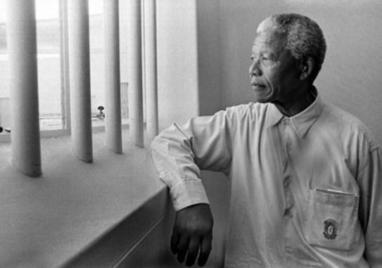 Nelson Mandela in zijn gevangenis op Robbeneiland. Hier verbleef hij 18 jaar.