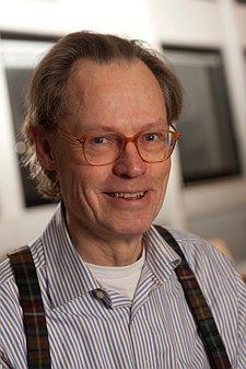 Porf. Dr. Niels Harrit is mede-oprichter van Scientist-for-9/11-truth, is de man die -met zijn wetenschappelijik team- deze conclusie trok: