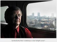 Ab Osterhaus, de man die de Nederlandse regering neutraal zou moeten adviseren. Maar tegelijkertijd internationaal voorzitter is van de vaccinlobby. Bracht Nederland in angst door over de Mexicaanse griep te vergelijken met de 'beruchte Spaanse griep, waarbij -naar schatting- zo'n 20 miljoen doden vielen'...! Ab Osterhaus, aangenaam..