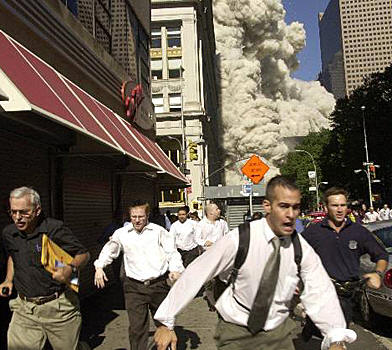 Het plaatje dat de nieuwsmedia massaal toonden: 'Angst en paniek in Manhattan'..