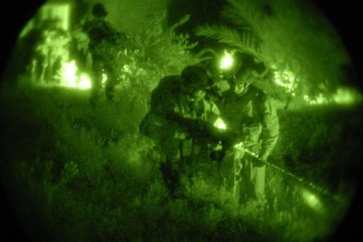 Special Operation Forces aan het werk. Geheime missie in het donker. Zo ziet een doofpot er van binnen uit?