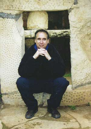 Veelzijdige medicus Tom Kenyon is o.a. channel van 'The Hathors' en verzorgt o.a. de pijnappelactivatie.